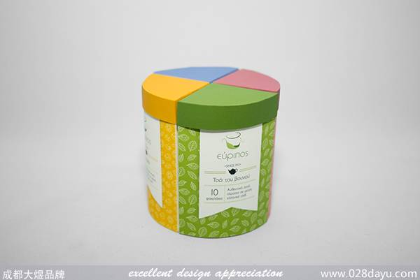 Evripos公司专门从事茶叶生产,这个项目的目的是重新设计包装四个品种的茶,把四个品种的茶叶融入到一个盒子里出售。不同的花或叶插图使用的袋茶品种。从相同的四个茶包以不同的颜色来表示,巧妙的把他们结合成了一个整体。 原文地址: