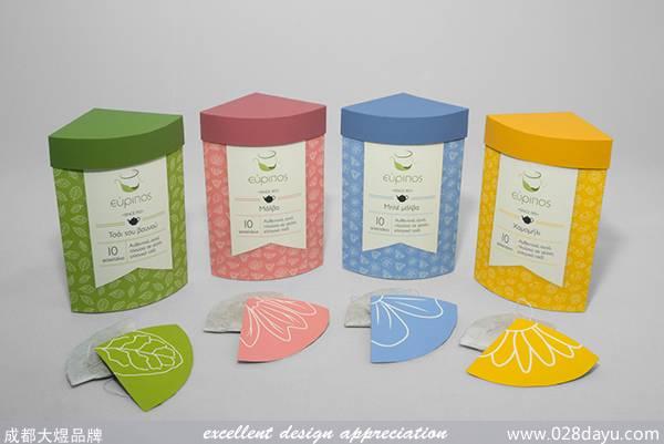 Evripos公司專門從事茶葉生產,這個項目的目的是重新設計包裝四個品種的茶,把四個品種的茶葉融入到一個盒子里出售。不同的花或葉插圖使用的袋茶品種。從相同的四個茶包以不同的顏色來表示,巧妙的把他們結合成了一個整體。 原文地址: